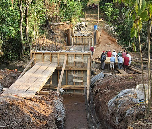UD's Engineers Without Borders building a bridge in Guatemala