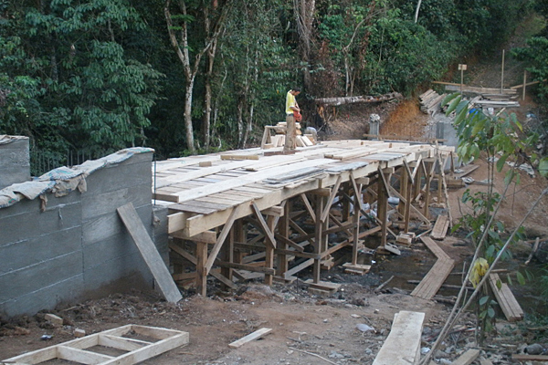UD's Engineers Without Borders built a bridge over the Rio Vibora in Guatemala.