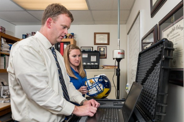 Two-minute sideline test could be best way to ID concussions.